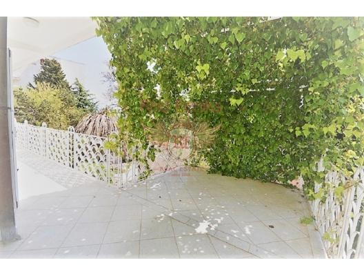 Herceg Novi'de deniz kıyısına yakın ev, Herceg Novi satılık müstakil ev, Herceg Novi satılık villa