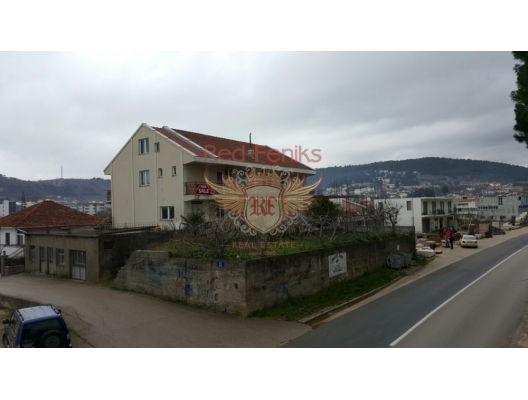 For sale large house in Ulcinj, Montenegro Very well located, in the city center, right on the highway Ulcinj-Great Plaza.
