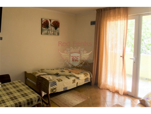 Well maintained house for living and renting, house near the sea Montenegro