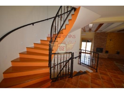 Boko Kotorska Koyu'nda denize yakın geniş villa, Baosici satılık müstakil ev, Baosici satılık müstakil ev, Herceg Novi satılık villa