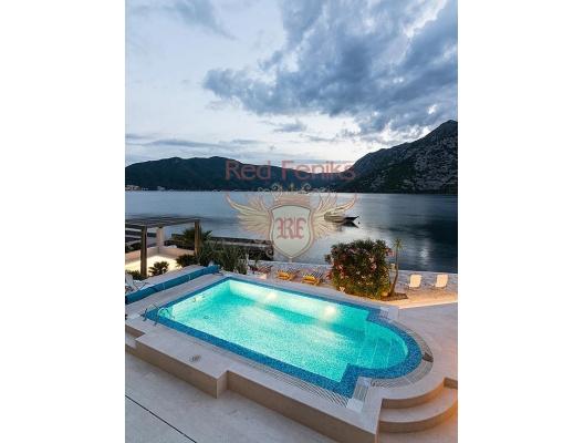 Kotor Koyu'nun Muhteşem Manzarasına Sahip Risan'da Villa, Karadağ da satılık havuzlu villa, Karadağ da satılık deniz manzaralı villa, Dobrota satılık müstakil ev