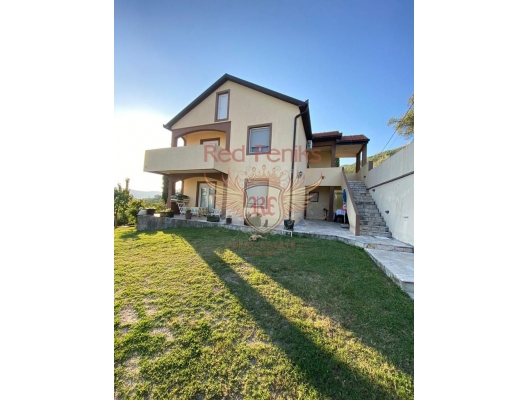 500 m2 arsa üzerinde 110 m2 (artı teraslar) alana sahip satılık yeni ev.