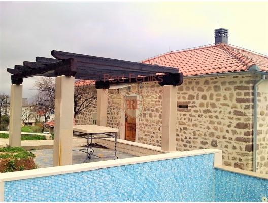 Prcanj'de satılık harika, restore edilmiş, iki katlı taş ev.
