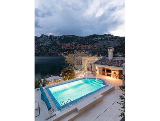 Kotor Koyu'nun Muhteşem Manzarasına Sahip Risan'da Villa, Kotor-Bay satılık müstakil ev, Kotor-Bay satılık müstakil ev