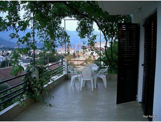 Budva'da daireli villa, Karadağ da satılık havuzlu villa, Karadağ da satılık deniz manzaralı villa, Becici satılık müstakil ev