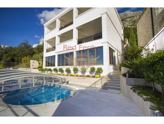 Zu verkaufen Luxusvilla in Rezevici.