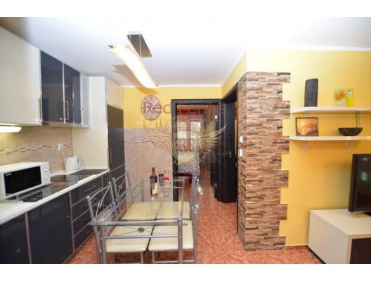 Orahovac'ta ön cephede Ev, Kotor-Bay satılık müstakil ev, Kotor-Bay satılık müstakil ev