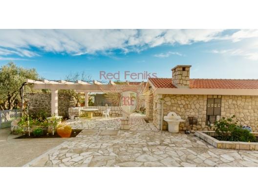 Becici'de deniz manzaralı bütün kat üç yatak odalı ev, Karadağ da satılık ev, Montenegro da satılık ev, Karadağ da satılık emlak