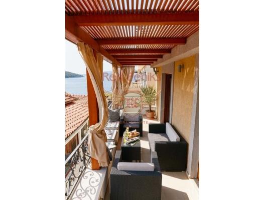 "Lux Villa ""Lux"" in Bigova, 30 Meters From The Sea, Karadağ da satılık havuzlu villa, Karadağ da satılık deniz manzaralı villa, Krasici satılık müstakil ev"