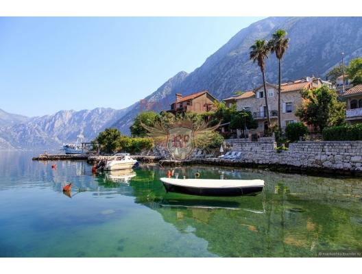Kotor Körfesinde, Dobrota'da denize sıfır satılık Vila, Karadağ Villa Fiyatları Karadağ da satılık ev, Montenegro da satılık ev, Karadağ satılık villa