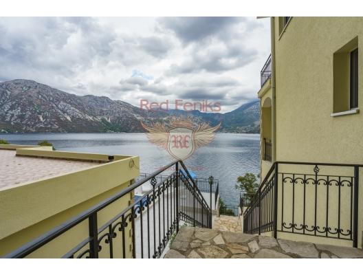 Spacious villa with a swimming pool in Kostanitsa on the shores of the Boka Kotorska Bay, Montenegro real estate, property in Montenegro, Kotor-Bay house sale