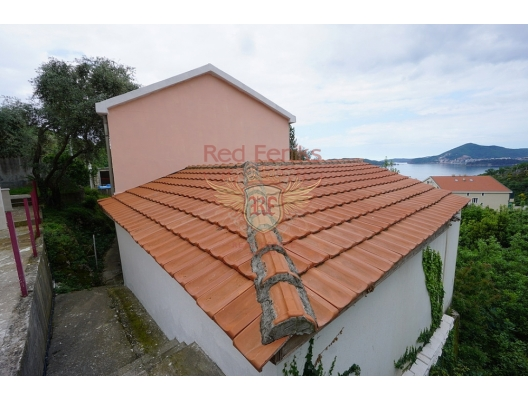 Part of the house with its own courtyard and sea view. St. Stephen, Montenegro, apartment for sale in Region Budva, sale apartment in Becici, buy home in Montenegro