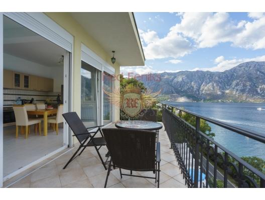 Spacious villa with a swimming pool in Kostanitsa on the shores of the Boka Kotorska Bay, buy home in Montenegro, buy villa in Kotor-Bay, villa near the sea Dobrota