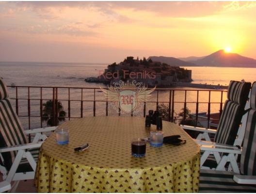 Sveti Stefan'ın muhteşem manzarası! Geniş bir terasa ve Karadağ'daki ünlü St.