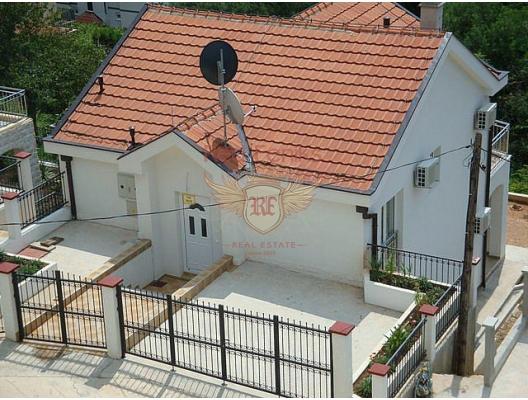 Evin toplam alanı 143 m2, arsa üzerinde 321 m2'dir.