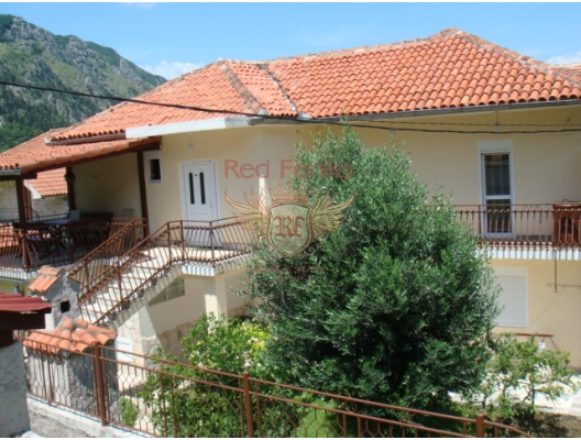 For sale house in Skoljari with area of 200 m2, Kotor Bay, Montenegro.