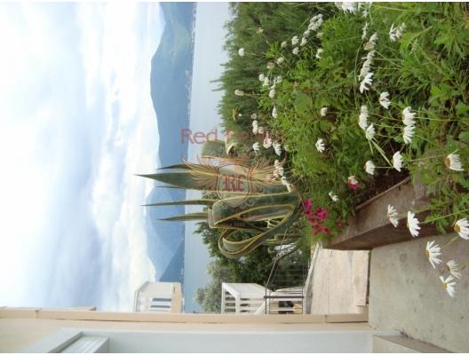 Krasici'de Acil Satılık Tripleks Ev, Karadağ da satılık havuzlu villa, Karadağ da satılık deniz manzaralı villa, Krasici satılık müstakil ev