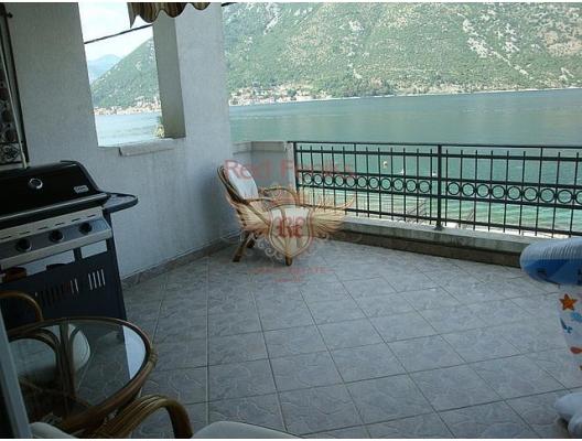 İlk sahil şeridinde büyük daire, Karadağ da satılık ev, Montenegro da satılık ev, Karadağ da satılık emlak