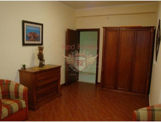 İlk sahil şeridinde büyük daire, Dobrota dan ev almak, Kotor-Bay da satılık ev, Kotor-Bay da satılık emlak