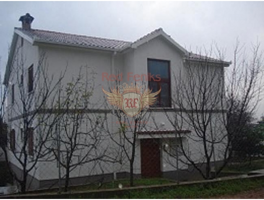 For sale an apartment with a plot in a small apartment house (total 4 apartments).