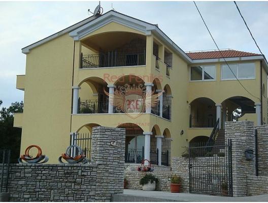 House was built in 2009, 3 floors.
