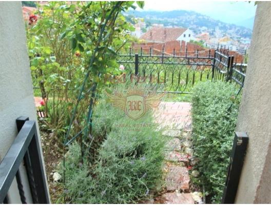 Igalo'da havuzlu ve bahçeli muhteşem daire, Baosici dan ev almak, Herceg Novi da satılık ev, Herceg Novi da satılık emlak