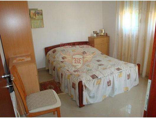 Dairenin alanı 31 m², ayrı bir yatak odası, mutfak-yemek odası, oturma odası, banyo ve balkona sahiptir.