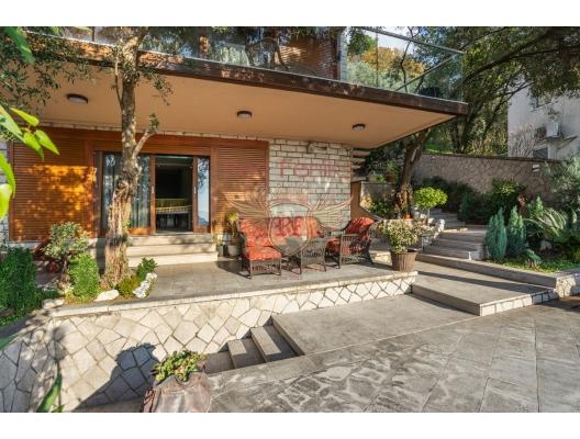 Budva'da Havuzlu ve Deniz Manzaralı Özel Villa, Region Budva satılık müstakil ev, Region Budva satılık müstakil ev