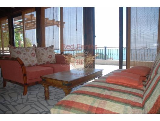 Ulcinj'de büyük ev, Karadağ da satılık havuzlu villa, Karadağ da satılık deniz manzaralı villa, Bar satılık müstakil ev