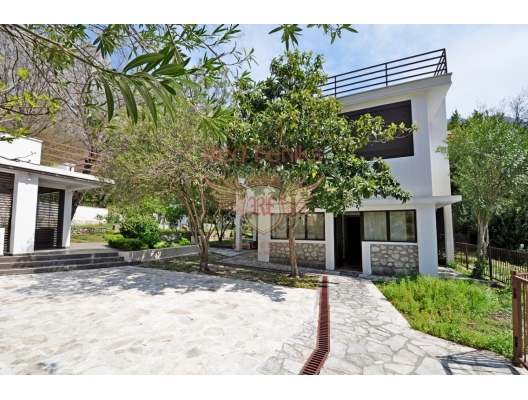 Perfect villa for sale in Orahovac, Montenegro, house near the sea Montenegro