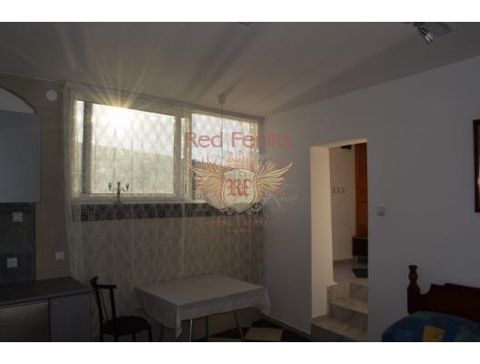 Denizin ilk satırında yer alan, Bigovo'nun sakin ve yeşil bir köyünde, 24m2'lik rahat bir stüdyo satışı sunuyoruz.