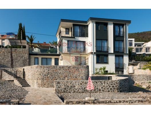 Villa zum Verkauf an der ersten Seelinie in Krasici.