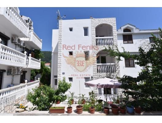 Satılık işletme karlı iş - turist Karadağ Budva şehir merkezinde daire ile villa! Toplam 270 m2 alana sahip olan villada 8 daire ve sahiplerinin yaşayabileceği ya da kiralanabileceği ayrı bir yatak odası bulunan bir daire bulunmaktadır.