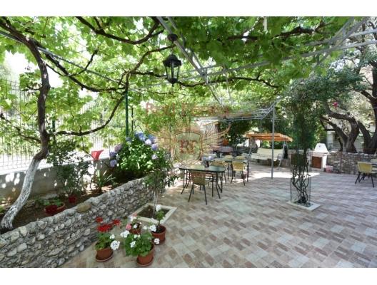 Budva'da daireler ile Vila, Kotor da Satılık Hotel, Karadağ da satılık otel, karadağ da satılık oteller