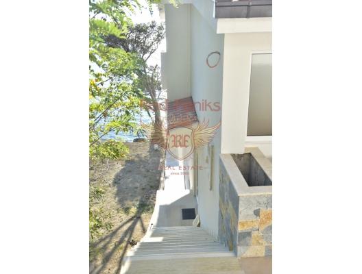 Yeni villa, ilk kıyı şeridi, Karadağ da satılık havuzlu villa, Karadağ da satılık deniz manzaralı villa, Bar satılık müstakil ev