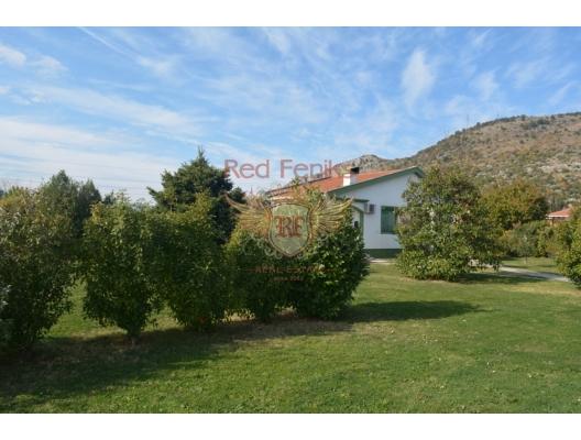 Podgorica'da büyük arsa ile iyi ev, Karadağ satılık ev, Karadağ satılık müstakil ev, Karadağ Ev Fiyatları