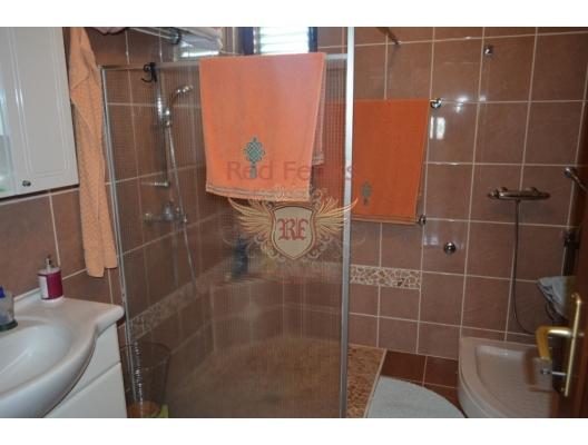 Podgorica'da büyük arsa ile iyi ev, Karadağ da satılık havuzlu villa, Karadağ da satılık deniz manzaralı villa, Cetinje satılık müstakil ev