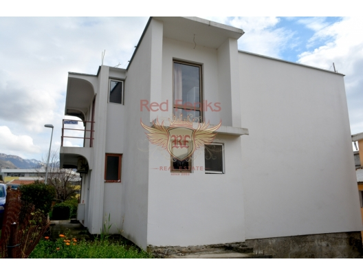 For sale a house (170 sqm) located in Bar (Susanj area) at the distance 250 meters from the beach.
