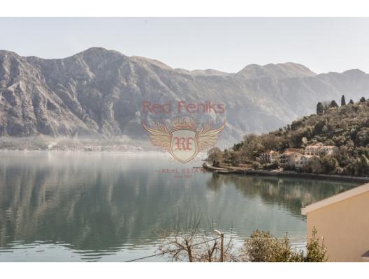 Luxurious villa at the first coastline in Stoliv, buy home in Montenegro, buy villa in Kotor-Bay, villa near the sea Dobrota