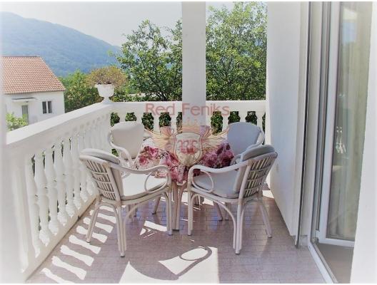 Çok makul bir fiyata, iki terasa ve meyve ağaçlarına sahip bir arsaya sahip geniş bir beş odalı ev doğrudan sahibinden satılmaktadır.