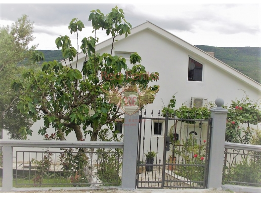 Big furnished house with a garden in Igalo, buy home in Montenegro, buy villa in Herceg Novi, villa near the sea Baosici