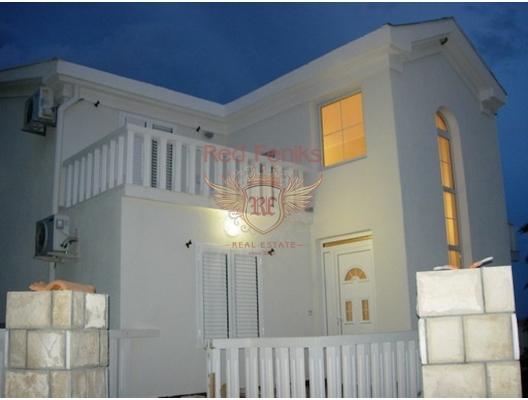 Beçiçi'de Splendid Hotel yakınlarında Satılık Mini Hotel Arsa 397m2 Yapısı: zemin kat - 3 daire (1 mutfaklı, 2 mutfaksız) 2.