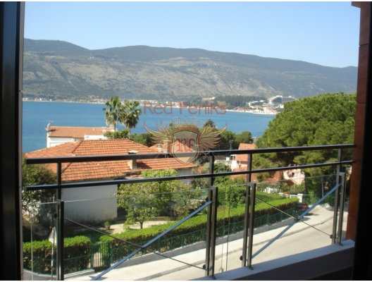 For sale is spacious one bedroom apartment with an area of 58 m2 located on the second floor in the very centre of Herceg Novi, district Topla 1, Montenegro.