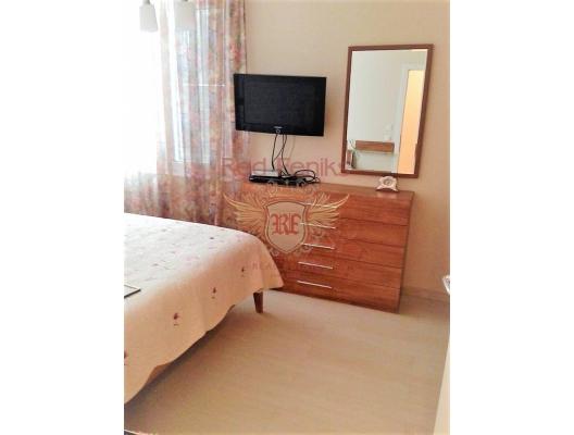 Dobrota'da havuzlu bir evde 3 yatak odalı deniz manzaralı daire, Montenegro da satılık emlak, Dobrota da satılık ev, Dobrota da satılık emlak