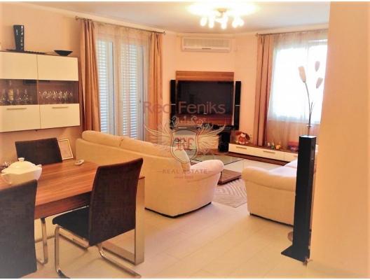 Dobrota'da havuzlu bir evde 3 yatak odalı deniz manzaralı daire, Dobrota da satılık evler, Dobrota satılık daire, Dobrota satılık daireler