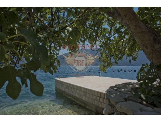 Kotor Körfezinde Sahil Şeridinde Villa, Karadağ Villa Fiyatları Karadağ da satılık ev, Montenegro da satılık ev, Karadağ satılık villa