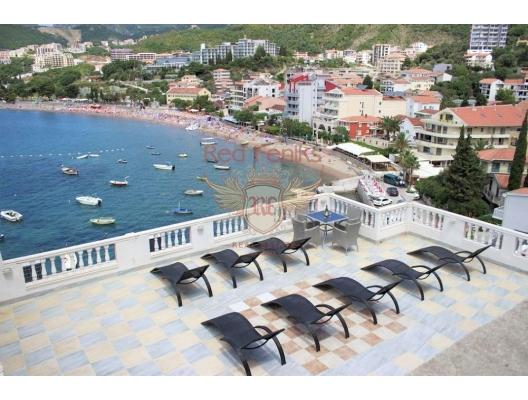 Rafailovici'de popüler bir otel kiralık.