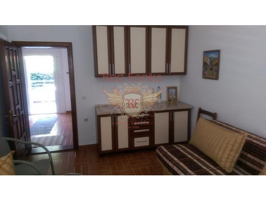 Güneşli güzel ev, Karadağ da satılık havuzlu villa, Karadağ da satılık deniz manzaralı villa, Dobrota satılık müstakil ev