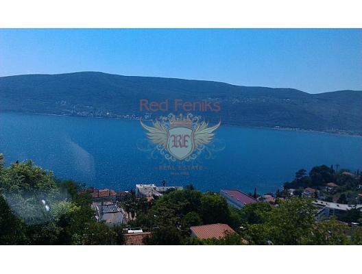 Kotor Boka Körfezi ve açık Adriyatik girişinde manzaralı satılık daire.