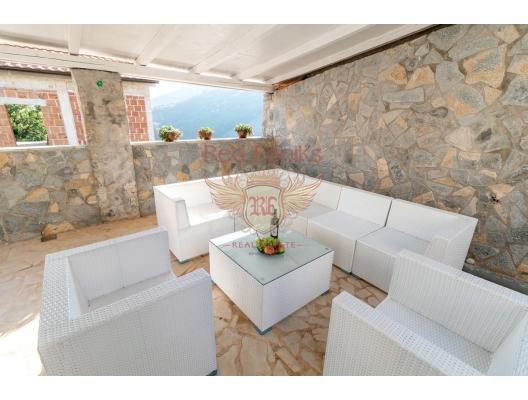 Beçiçi'de Elit Tatil Köyünde Villa, Karadağ da satılık havuzlu villa, Karadağ da satılık deniz manzaralı villa, Becici satılık müstakil ev